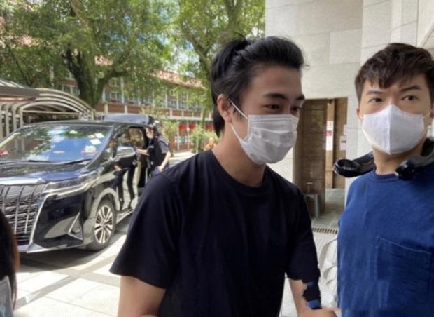 Lễ 49 ngày mất của trùm sòng bạc: Bà Hai không xuất hiện, rể Harvard lộ diện cùng Đậu Kiêu, chồng Ming Xi vẫn buồn bã - Ảnh 8.