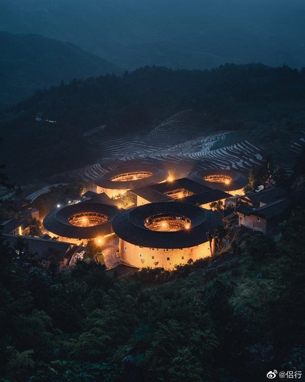 Mãn nhãn với hóa thạch sống của kiến trúc cổ Trung Hoa: Khu chung cư đất nung lớn nhất thế giới, là một kiệt tác sáng tạo của văn hóa xưa - Ảnh 4.