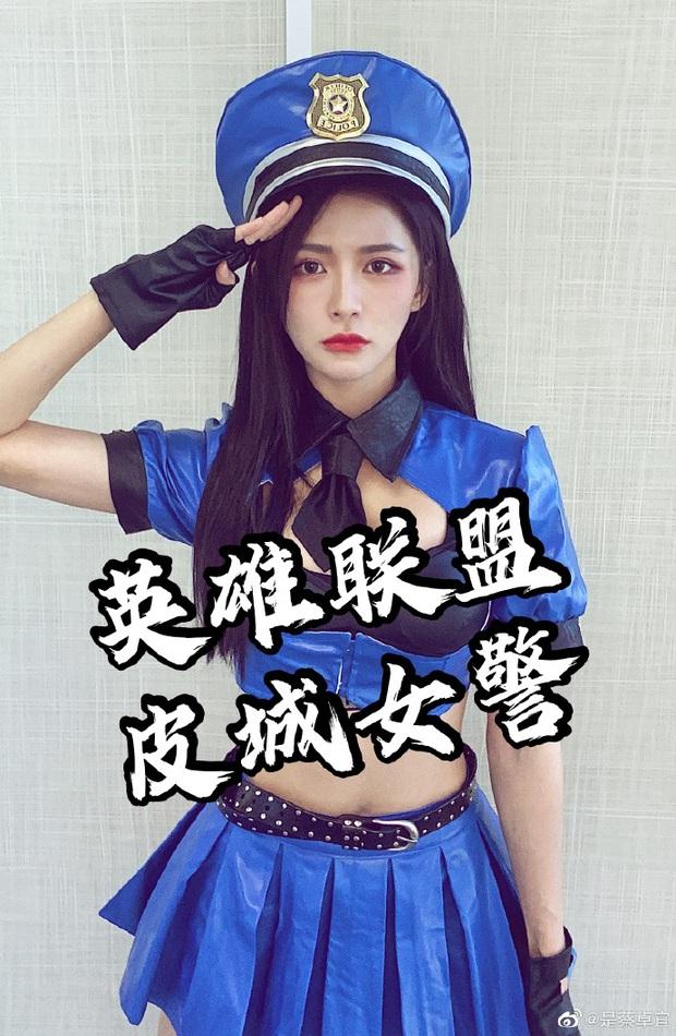 Rũ bỏ hình tượng thơ ngây, nữ ca sĩ Trung Quốc gây sốc khi khoe trọn vòng 1 bức thở với bộ ảnh cosplay Caitlyn của LMHT - Ảnh 5.