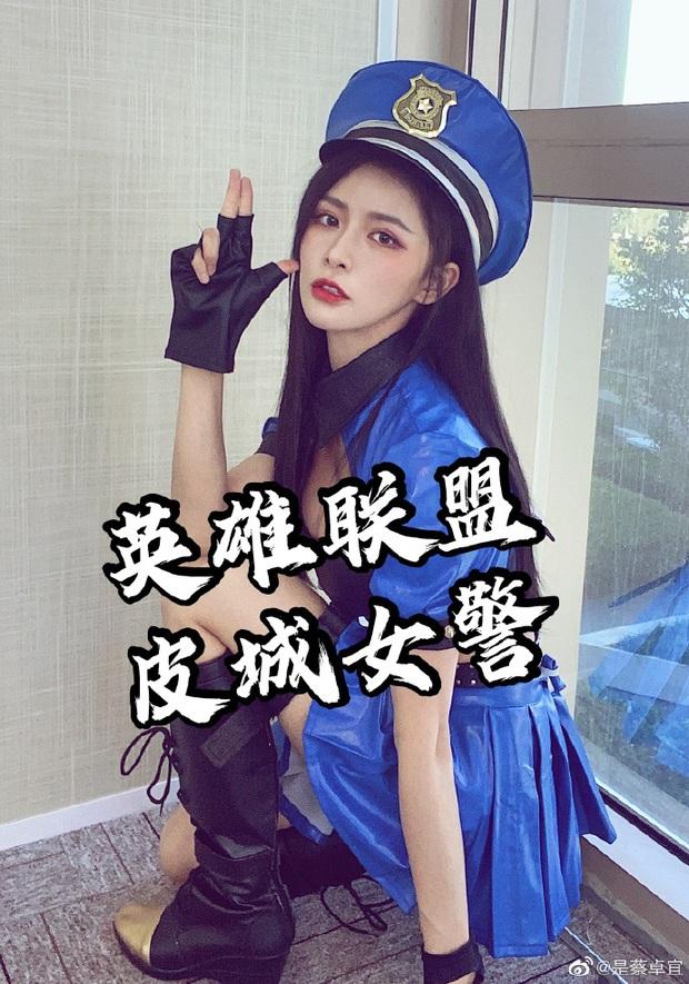 Rũ bỏ hình tượng thơ ngây, nữ ca sĩ Trung Quốc gây sốc khi khoe trọn vòng 1 bức thở với bộ ảnh cosplay Caitlyn của LMHT - Ảnh 6.