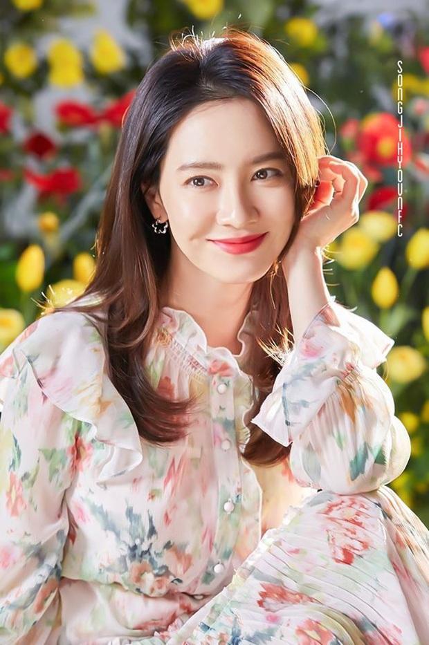 Song Ji Hyo xứng danh nữ thần mặt mộc: Ảnh không son phấn 8 năm đào lại vẫn gây nức nở vì quá xinh đẹp - Ảnh 9.
