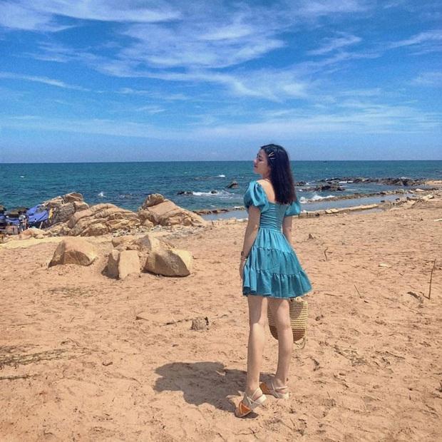 """10 mẫu váy diện đi biển xinh ngất ngây, nhiều bộ không kén dáng nàng nào cũng """"cân"""" dễ dàng - Ảnh 11."""
