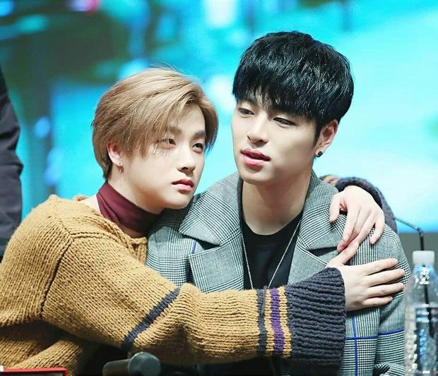 NÓNG: 2 nam idol nổi tiếng Junhoe và Jinhwan (iKON) nhập viện vì tai nạn giao thông rạng sáng nay - Ảnh 1.