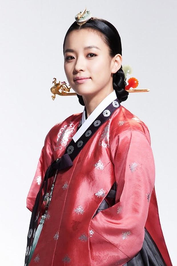 """Dàn sao """"Dong Yi"""" sau 10 năm: Nữ chính - phụ lận đận tình duyên, Kwang Soo hẹn hò """"Tiểu Song Hye Kyo"""", sao nhí lột xác đỉnh nhất - Ảnh 3."""