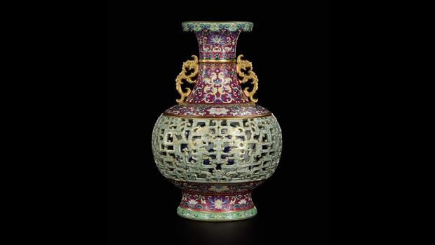 Báu vật bị lãng quên của vua Càn Long được tìm thấy ở nơi chó mèo sống, mua chỉ hơn 1 triệu đồng nhưng bán ra với giá gấp 200.000 lần - Ảnh 1.