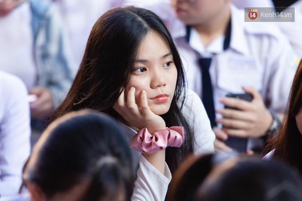Dàn nữ sinh cực xinh của trường THPT Nguyễn Thị Minh Khai trong lễ bế giảng: Đẹp trong trẻo không tì vết! - Ảnh 6.