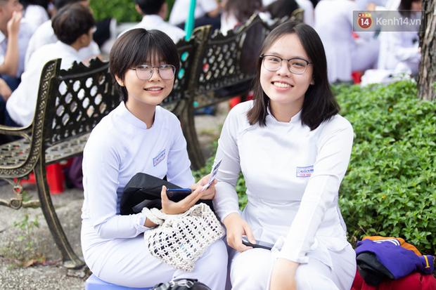 Dàn nữ sinh cực xinh của trường THPT Nguyễn Thị Minh Khai trong lễ bế giảng: Đẹp trong trẻo không tì vết! - Ảnh 9.