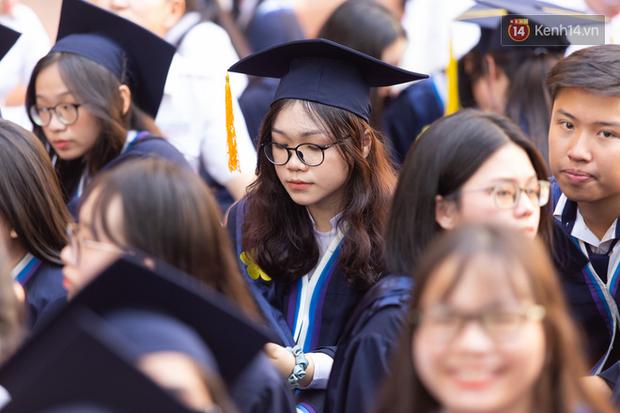 Dàn nữ sinh cực xinh của trường THPT Nguyễn Thị Minh Khai trong lễ bế giảng: Đẹp trong trẻo không tì vết! - Ảnh 8.