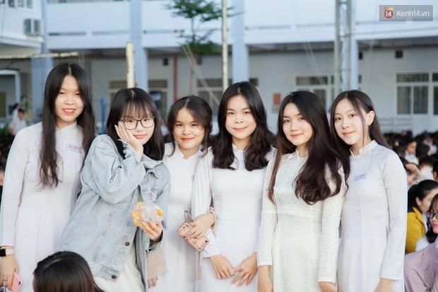 Lễ bế giảng của ngôi trường 60 năm tuổi ở Sài Gòn: Dàn nữ sinh khiến người khác ngẩn ngơ mê mẩn - Ảnh 4.
