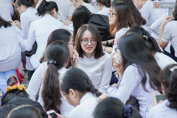 Lễ bế giảng của ngôi trường 60 năm tuổi ở Sài Gòn: Dàn nữ sinh khiến người khác ngẩn ngơ mê mẩn - Ảnh 7.