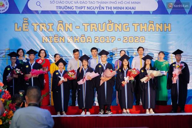 Đêm tri ân của học sinh Minh Khai làm cha mẹ nghẹn ngào: Hạnh phúc là nhìn thấy con trưởng thành! - Ảnh 3.