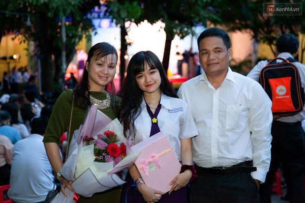 Đêm tri ân của học sinh Minh Khai làm cha mẹ nghẹn ngào: Hạnh phúc là nhìn thấy con trưởng thành! - Ảnh 7.