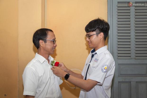Đêm tri ân của học sinh Minh Khai làm cha mẹ nghẹn ngào: Hạnh phúc là nhìn thấy con trưởng thành! - Ảnh 5.