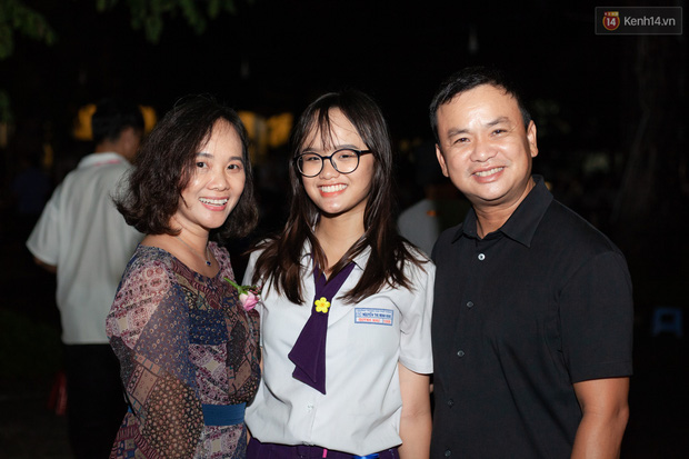 Đêm tri ân của học sinh Minh Khai làm cha mẹ nghẹn ngào: Hạnh phúc là nhìn thấy con trưởng thành! - Ảnh 8.