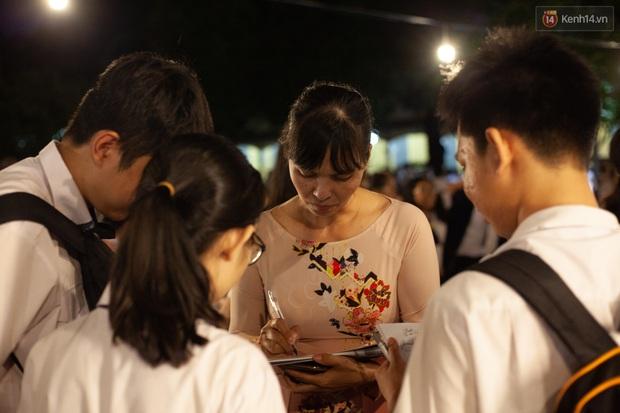 Đêm tri ân của học sinh Minh Khai làm cha mẹ nghẹn ngào: Hạnh phúc là nhìn thấy con trưởng thành! - Ảnh 10.