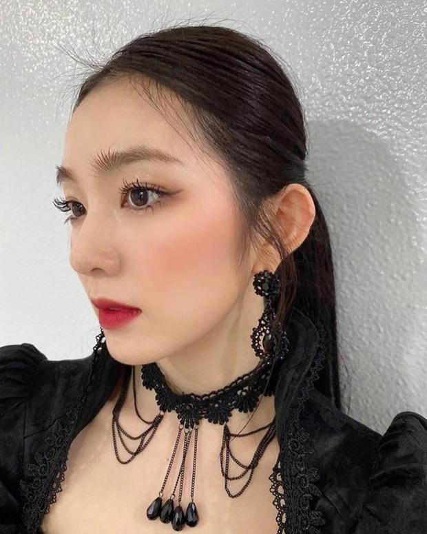"""Stylist Red Velvet """"lên tay"""": Chế áo cho Irene mặc sexy, quý tộc """"ăn đứt"""" người mẫu hãng - Ảnh 4."""
