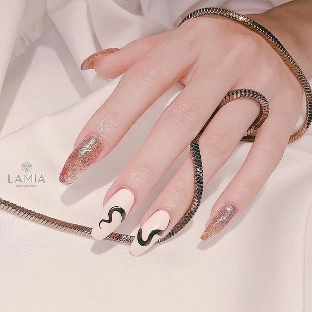 Loạt mẫu nail của Lisa quá xịn, dự là sẽ thành hot trend, các tiệm nail sắp copy rần rần - Ảnh 3.