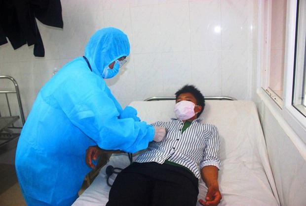 Đắk Lắk: Hàng chục trẻ sống gần 2 ca mắc bạch hầu chưa từng tiêm vắc xin phòng bệnh - Ảnh 1.