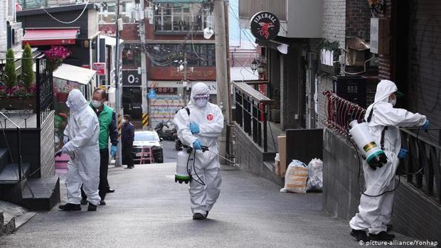 Nhật Bản và Hàn Quốc thêm ổ dịch Covid-19 nguy hiểm - Ảnh 1.