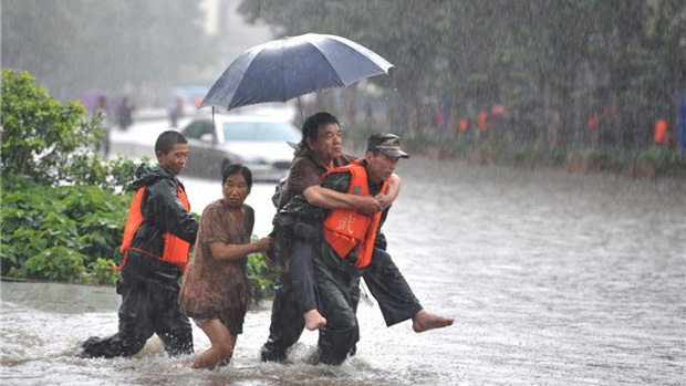 Chuyên gia Trung Quốc giải mã mưa lũ nghiêm trọng ở nước này - Ảnh 1.