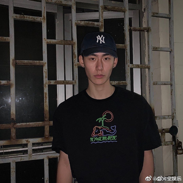 Drama ầm ĩ Weibo: Học trò Lisa lộ ảnh nhạy cảm với mẫu nam kém 6 tuổi, ngay lập tức bị bóc phốt là tiểu tam - Ảnh 4.