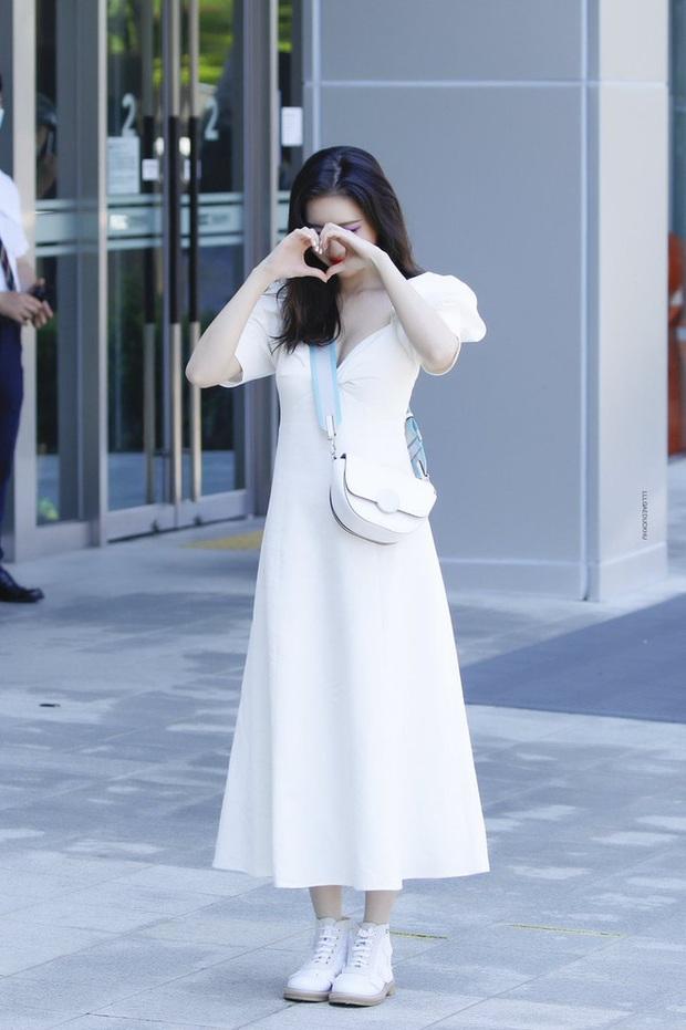 """Sunmi diện váy Zara rõ xinh nhưng các """"bánh bèo"""" có thể sắm váy na ná đẹp không kém với giá chỉ bằng một nửa - Ảnh 3."""