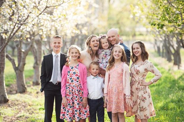Góc khuất sau các kênh YouTube gia đình nổi tiếng: Phía sau hào nhoáng là nỗi tủi hờn của những đứa trẻ bị cha mẹ biến thành công cụ kiếm tiền - Ảnh 8.