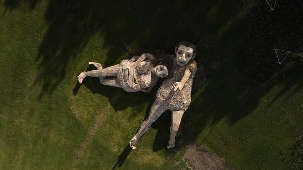 Cùng là những bức tượng khổng lồ, khu vui chơi ở Đà Lạt bị chê tơi tả còn công viên này lại khiến thế giới phải lác mắt vì quá nghệ - Ảnh 8.