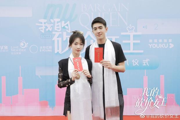 Hậu nằm nhà trị bệnh, Lâm Canh Tân tái xuất với ngoại hình khác lạ bên Ngô Cẩn Ngôn ở phim mới - Ảnh 1.