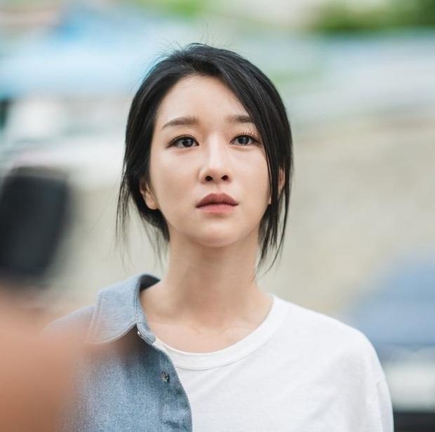 Bắt lỗi Seo Ye Ji trong Điên Thì Có Sao: Đi ngủ vẫn makeup, tô son kẻ mắt như đúng rồi, các nàng chớ dại học theo - Ảnh 2.