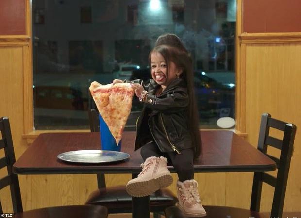 Cao 61cm và chỉ nặng hơn 5kg, cô gái từng sở hữu kỷ lục Guinness là người phụ nữ nhỏ nhất thế giới bây giờ ra sao - Ảnh 3.