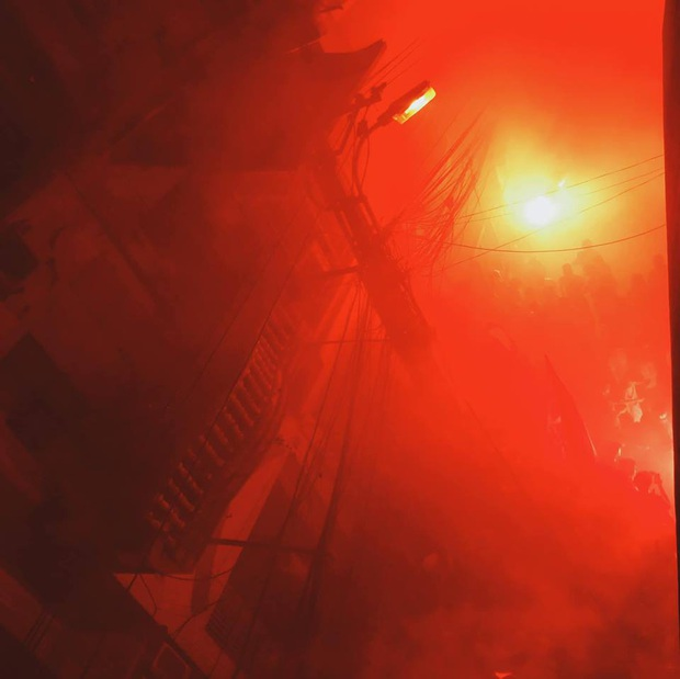 Nhìn lại biển lửa do CĐV Hải Phòng từng tạo ra trên sân Hàng Đẫy, năm nay BTC phải nhờ cảnh sát hình sự vào cuộc - Ảnh 7.