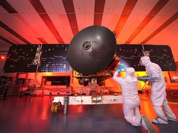 UAE chính thức tham gia cuộc đua chinh phục sao Hỏa: Có khi nào là một vệ tinh dát vàng không nhỉ? - Ảnh 2.