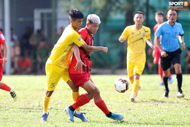 Sao trẻ U20 Việt Nam suýt khóc vì sợ bị gãy xương sau khi lãnh trọn cú đạp ở giải hạng Nhì 2020 - Ảnh 2.