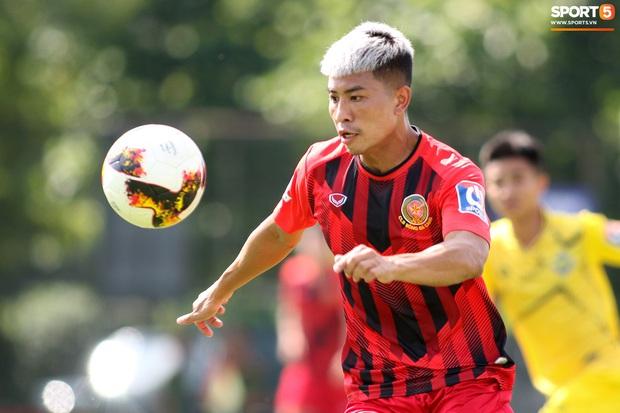 Sao trẻ U20 Việt Nam suýt khóc vì sợ bị gãy xương sau khi lãnh trọn cú đạp ở giải hạng Nhì 2020 - Ảnh 1.