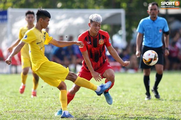 Sao trẻ U20 Việt Nam suýt khóc vì sợ bị gãy xương sau khi lãnh trọn cú đạp ở giải hạng Nhì 2020 - Ảnh 3.