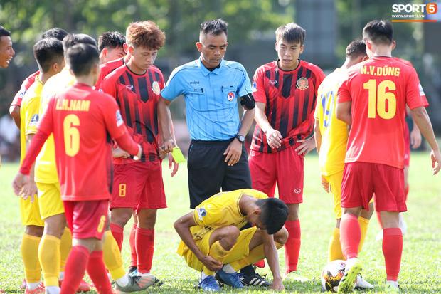 Sao trẻ U20 Việt Nam suýt khóc vì sợ bị gãy xương sau khi lãnh trọn cú đạp ở giải hạng Nhì 2020 - Ảnh 5.