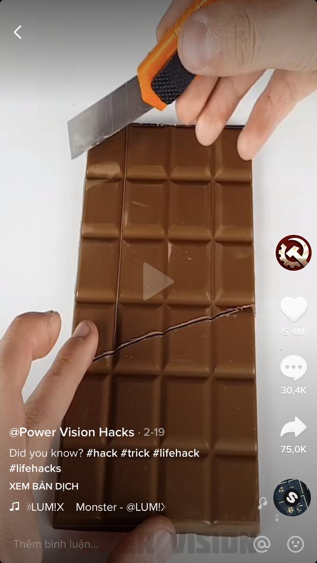 """Đoạn clip """"lừa tình"""" nhất thế giới thu về gần 92 triệu views trên TikTok: Cắt thanh socola để ăn nhưng không làm mất đi miếng nào? - Ảnh 1."""