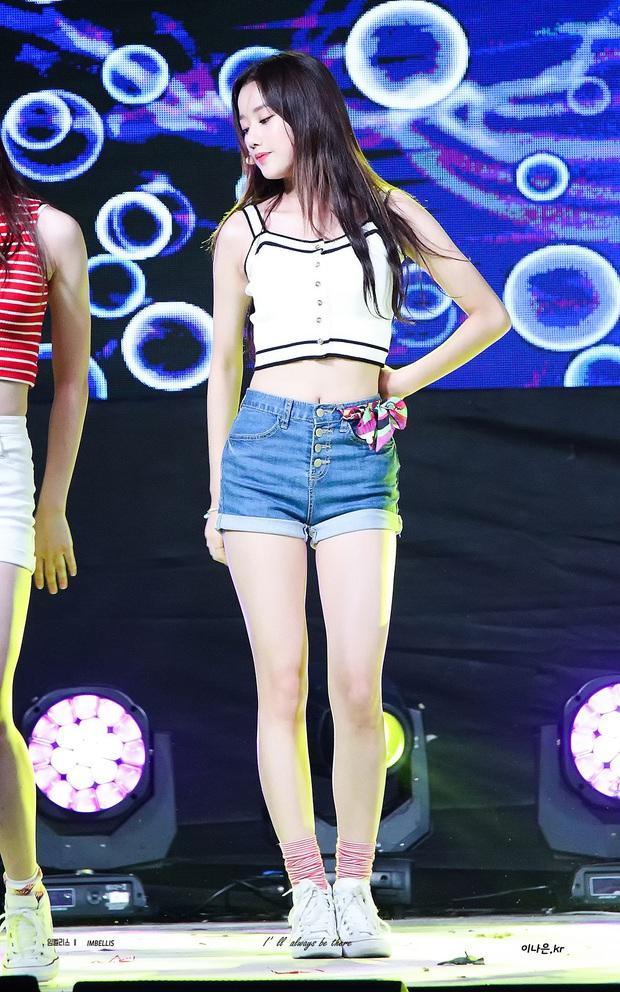 Rosé (BLACKPINK) đứng cạnh Jaehyun (NCT) nhìn rõ đẹp đôi, nhưng tất cả những gì Knet quan tâm là… chiều cao thật sự của cô nàng - Ảnh 4.
