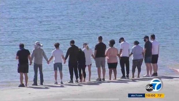 Dàn cast Glee vội vã tới hiện trường cùng gia đình cầu nguyện cho Naya Rivera, thêm tình tiết xót xa về vụ mất tích - Ảnh 4.