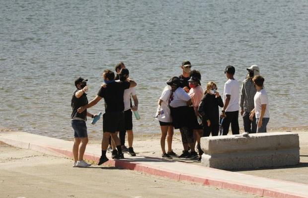 Dàn cast Glee vội vã tới hiện trường cùng gia đình cầu nguyện cho Naya Rivera, thêm tình tiết xót xa về vụ mất tích - Ảnh 5.