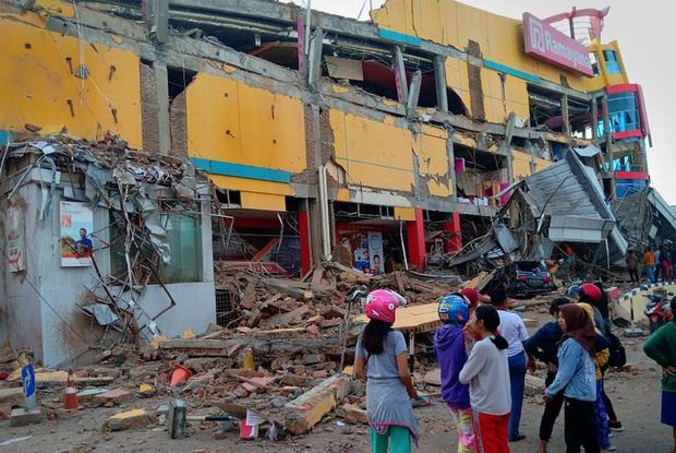 Indonesia trải qua 3 trận động đất mạnh 5 độ trong một ngày - Ảnh 1.
