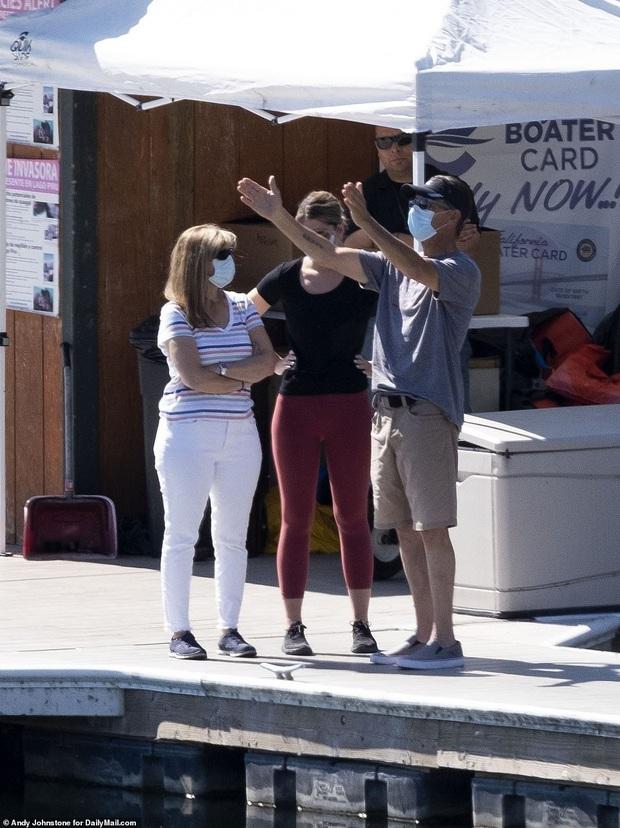 Dàn cast Glee vội vã tới hiện trường cùng gia đình cầu nguyện cho Naya Rivera, thêm tình tiết xót xa về vụ mất tích - Ảnh 6.