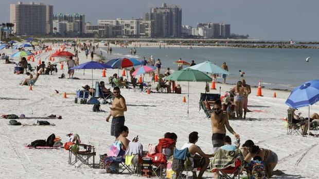 Covid-19: Số ca nhiễm ở Florida gấp 12 lần Úc và Hàn Quốc cộng lại - Ảnh 1.