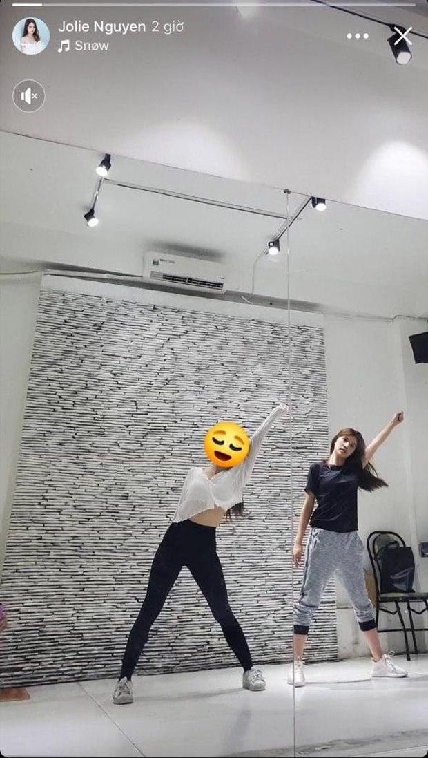 1 ngày sau dòng trạng thái gây chú ý, Jolie Nguyễn đăng tải hình ảnh xuất hiện hiếm hoi trên MXH - Ảnh 2.