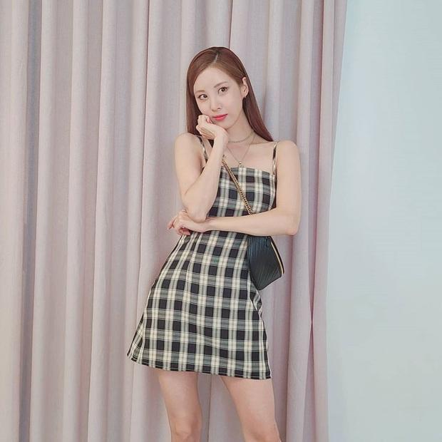 Diện váy ca rô như Seohyun vừa trẻ xinh lại vừa cá tính, các nàng không cần phối đồ cao tay vẫn yên tâm chuẩn đẹp - Ảnh 1.