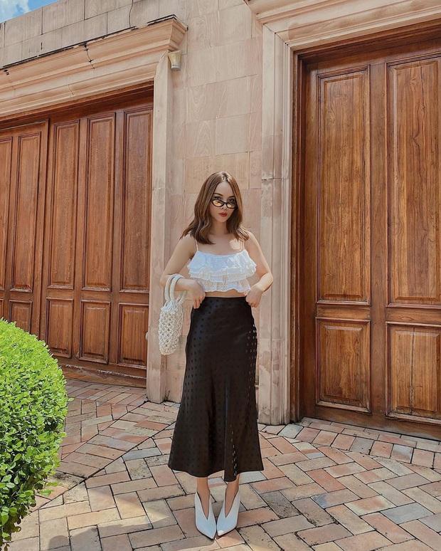 Jennie chỉ diện áo mỏng lấp ló nội y cũng khiến dân tình phát sốt, riêng chị em hóng được công thức cực xinh mát cho hè này - Ảnh 10.
