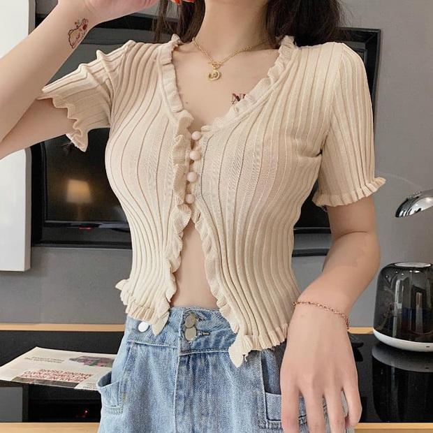 8 kiểu áo đơn giản nhưng cực xinh được sao Hàn diện liên tục, nàng nào bắt chước thì vừa tôn dáng vừa lên hạng style - Ảnh 23.