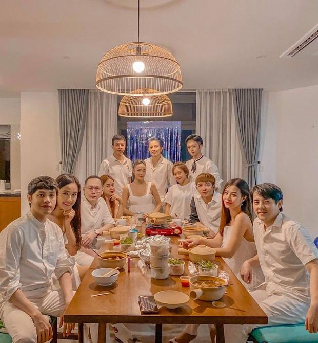 """Cuối cùng thành viên được chờ đợi nhất đã xuất hiện trong hội bạn đắt giá của Đông Nhi: """"Gia đình văn hoá"""" đầy đủ rồi! - Ảnh 9."""