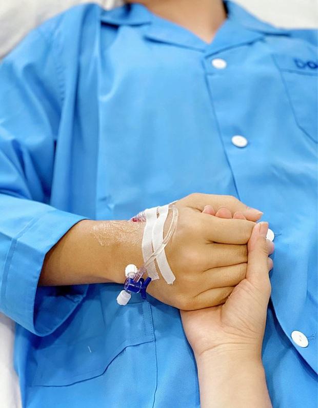 Đăng Khôi phẫu thuật chữa viêm tai cấp, Thuỷ Anh xúc động: Người phụ nữ bên anh 10 năm trước vẫn nắm tay đến hôm nay! - Ảnh 4.